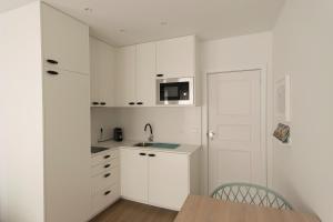 A kitchen or kitchenette at L&C Studio - Guimarães