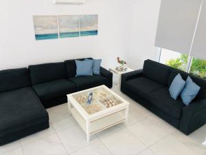 A seating area at Villa Ioli (Green Bay Villa 12)