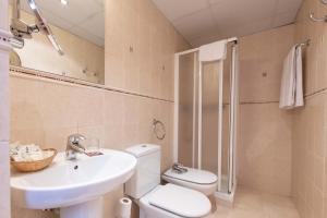 Un baño de Apartaments Sant Moritz