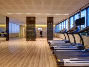 The fitness center and/or fitness facilities at RentinHollywood