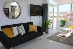 A seating area at Beautiful 3- bedroom apartment at Amadores, Puerto Rico