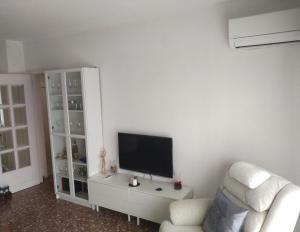 Una televisión o centro de entretenimiento en Apartamento Ciudad Jardín