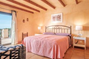 A bed or beds in a room at Villa Ses Marjades