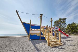 Otroško igrišče poleg nastanitve Adria Apartments - Hotel & Resort Adria Ankaran