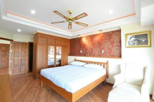 A bed or beds in a room at The Best of view talay 6