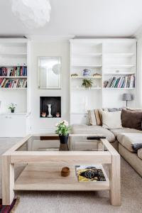 A seating area at Boutique 2 Bed in Notting Hill, Westbourne Park