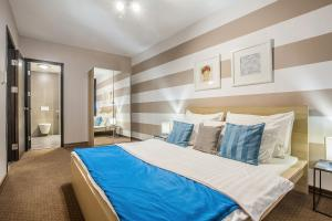 A bed or beds in a room at Bliss Hotel & Wellness