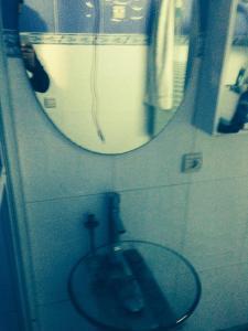 A bathroom at Rue aboutayeb al moutanabi