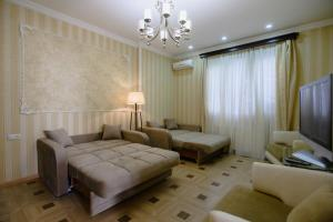 Кровать или кровати в номере Comfortable and cozy apartment in the very center of Tbilisi