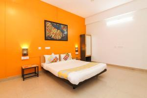 A bed or beds in a room at Contemporary Home Stay in Khandagiri, Bhubaneswar