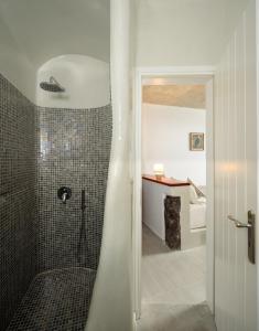 Un baño de Vallas Apartments & Villas