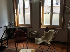 A seating area at L'atelier de Proust