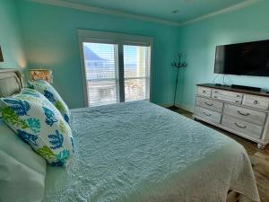 A bed or beds in a room at Beach Bunkhouse Home