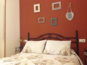 A bed or beds in a room at Apartamentos Rurales Venta El Salat