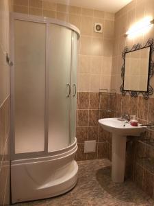 A bathroom at Apartments on Lenina