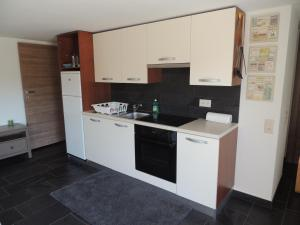 A kitchen or kitchenette at Appartamento La Castagna
