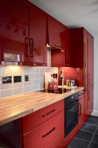 Küche/Küchenzeile in der Unterkunft 3 Bedroom House by William Clarke Park