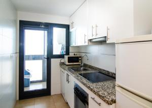 A kitchen or kitchenette at Torre D'Oboe Apartamentos