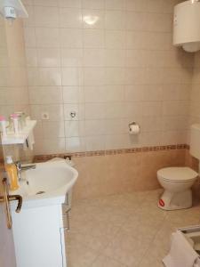 Un baño de Paraiso Apartments & Rooms