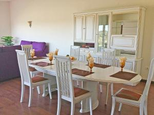 A restaurant or other place to eat at O Refugio Alentejano