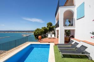 The swimming pool at or near Casa Atalaya
