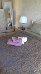 Кровать или кровати в номере Апартаменты на Греческой