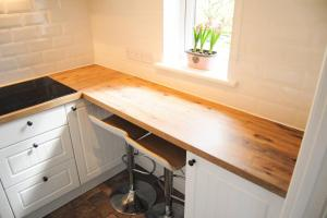 A kitchen or kitchenette at Lux Studio - Perfect for 2, big enough for 4!