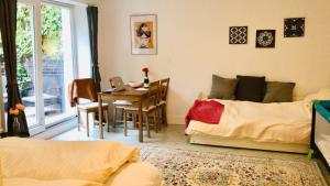 A bed or beds in a room at City Hideaway with Terrace