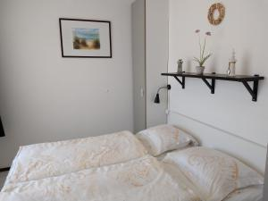 A bed or beds in a room at VUURTOREN Bed by the Sea