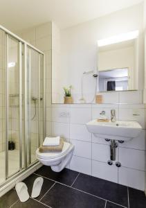 A bathroom at Swiss Star Anwand Lodges
