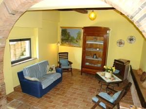 A seating area at Locazione turistica Melograni