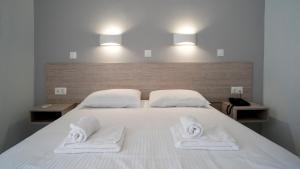 A bed or beds in a room at Domenica Apartments