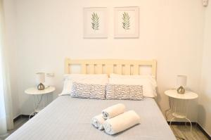 A bed or beds in a room at Puerto Banus with private garden