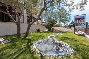 A garden outside Apartments Villa Nina