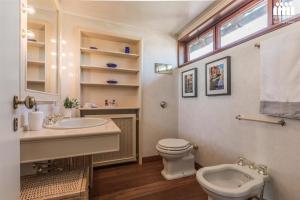 A bathroom at Ca' Accademia Terrace