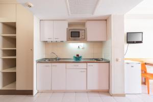 A kitchen or kitchenette at Salou Pacific Rentalmar