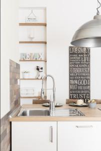 A kitchen or kitchenette at BREAK - Via Veneto Charming Suite