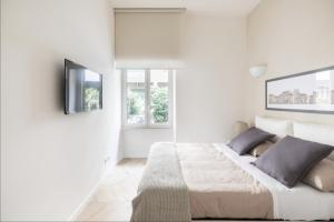 A bed or beds in a room at BREAK - Via Veneto Charming Suite
