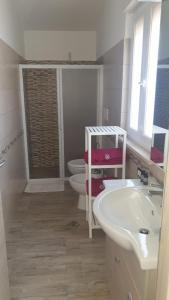 A bathroom at Villa Center
