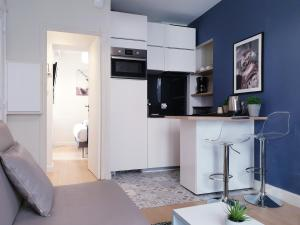 A kitchen or kitchenette at Apartment Quartier Latin - Mouffetard