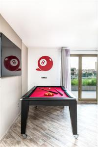 A pool table at TERRASSE ET BELLE VUE