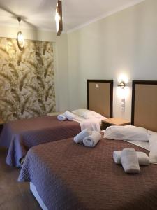 Ένα ή περισσότερα κρεβάτια σε δωμάτιο στο Hotel Avra