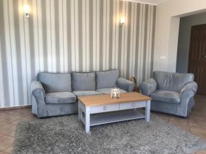 Ein Sitzbereich in der Unterkunft Dom Przy Plaży