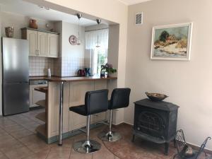 Küche/Küchenzeile in der Unterkunft Dom Przy Plaży