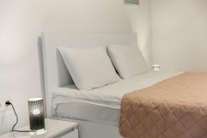 A bed or beds in a room at Ninoshvili Apartments by Picnic