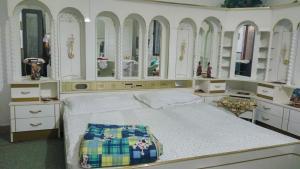 Łóżko lub łóżka w pokoju w obiekcie B House