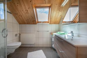 A bathroom at Urlaub am Lacknerhof - Familie Klocker