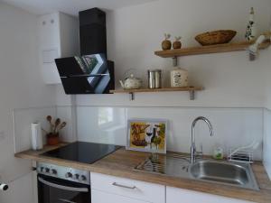 A kitchen or kitchenette at Ferienwohnung Lotte