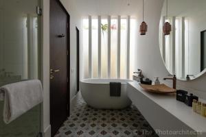A bathroom at Saxofone Villa in Anjuna !