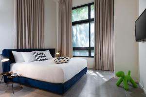 A bed or beds in a room at Shenkin Apartments by Master